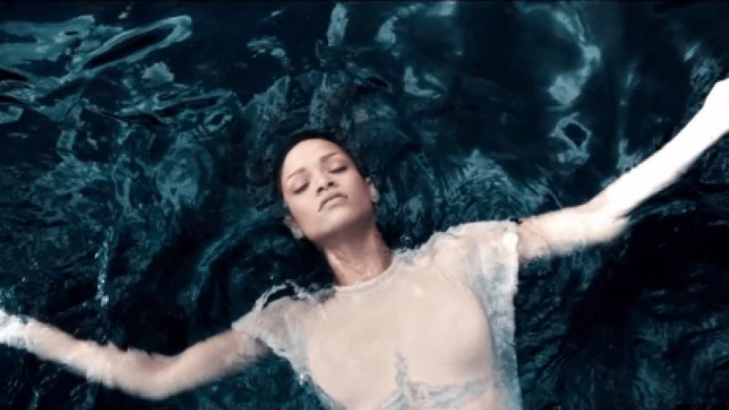 screen shot 2012 11 08 at 6.43.42 pm e1352421880201 Video: Rihanna   Diamonds