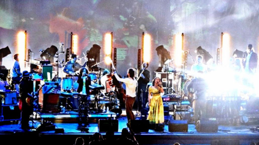 edsharpe600hodges4 Live Review: Edward Sharpe and the Magnetic Zeros at LAs Hollywood Bowl (8/4)
