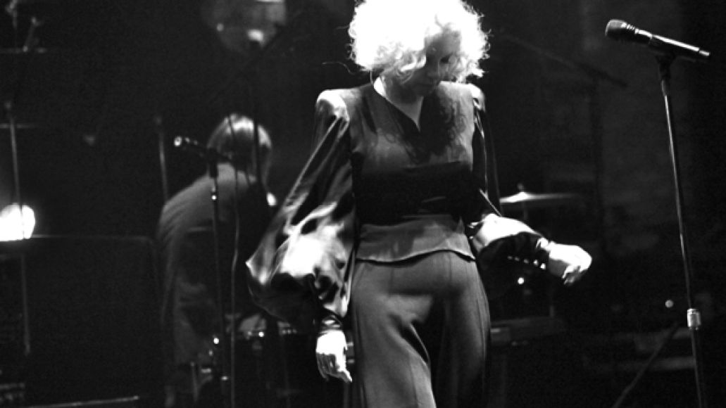 goldfrapp4 Goldfrapp performs Tales Of Us with 20 piece orchestra at New York Citys Beacon Theatre (9/10)