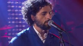 "Jose Gonzalez covers TLC ""Waterfalls"", John Lennon ""Woman"""