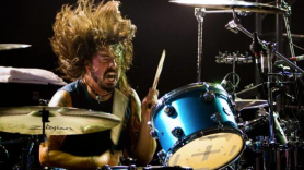 Dave Grohl drumming