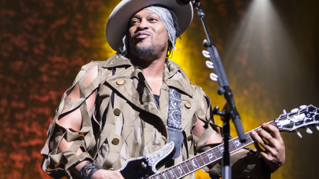 04-D'Angelo-and-the-vanguard-cosores