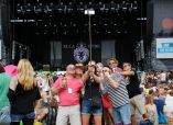 Festivalgoers taking picture in front of the Other Stage // Photo by Maja Smiejowska