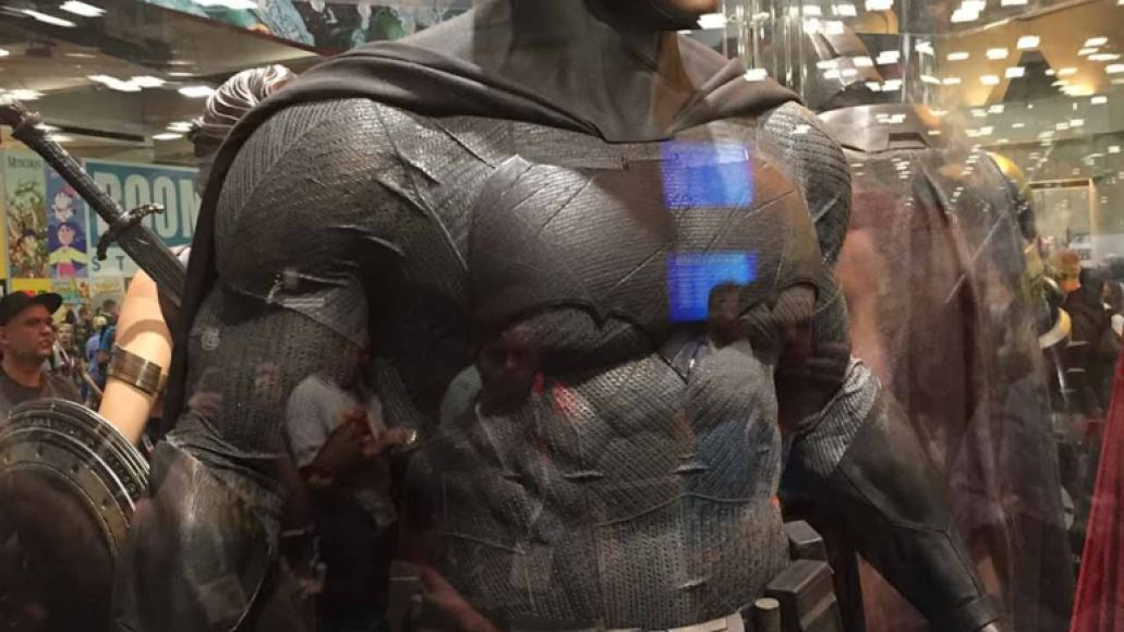 sdccphotos0018 Heres our first look at Batmans weapons from Batman v Superman: Dawn of Justice