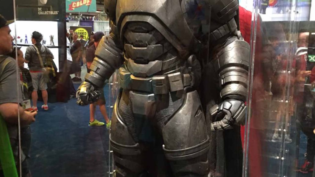 sdccphotos0021 Heres our first look at Batmans weapons from Batman v Superman: Dawn of Justice