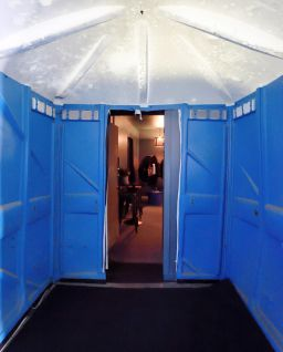 potty1a Theres a secret VIP room inside this porta potty at New Yorks Forest Hills Stadium