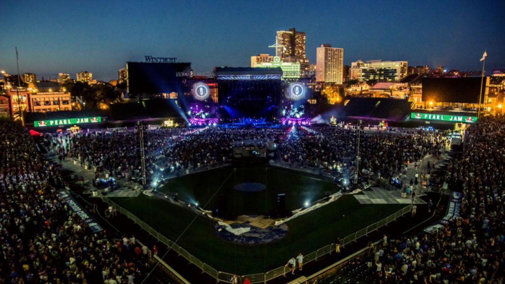 29130992155 937df0a18d b Pearl Jam Returns to Wrigley Field: The 10 Best Moments