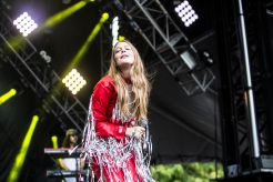 Maggie Rogers // Photo by Philip Cosores