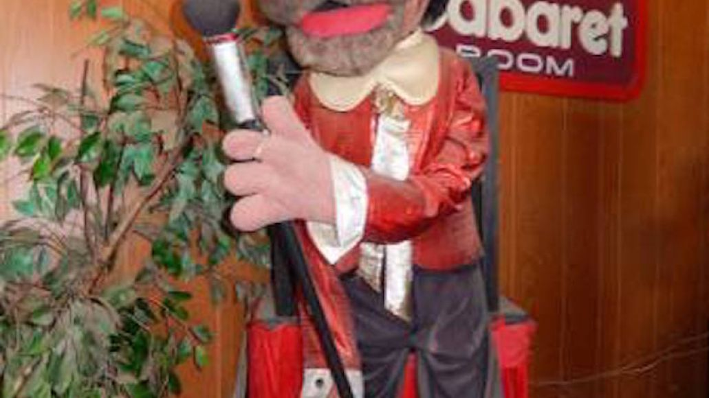 00g0g 8e5f977gtes 600x450 Chuck E. Cheeses animatronic house band goes up for sale on Craigslist