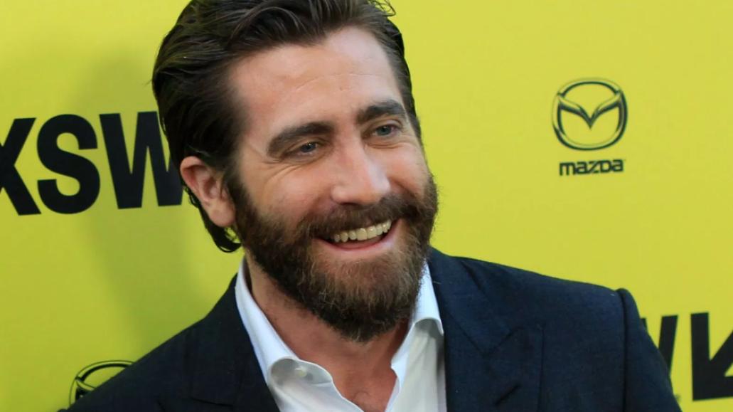 Jake Gyllenhall SXSW Beard Smile Yellow Wall