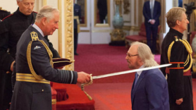Bee Gees' Barry Gibb knighted