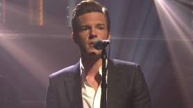 """""""When You Were Young"""" acoustic The Killers' Brandon Flowers on Seth Meyers"""