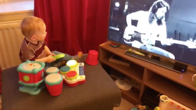 """Dave Grohl Reacts to Baby's """"Play"""" video"""