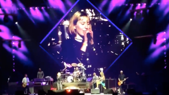 """Foo Fighters performing """"Under Pressure"""" with fans in Vancouver"""