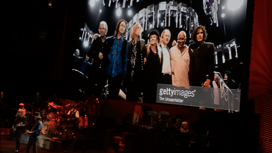 screen shot 2018 10 07 at 12 27 29 pm Live Review: Fleetwood Mac Revisit History and Try to Move On at Chicagos United Center (10/6)