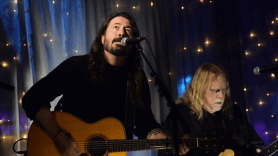 Dave Grohl and Warren Haynes perform at 2018 Christmas Jam