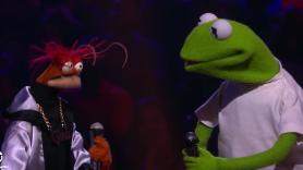 video The Muppets rap battle Drop the Mic Kermit Miss Piggy