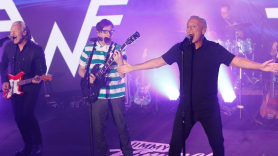"""Weezer and Tears For Fears Jimmy Kimmel Live performance video """"Everybody Wants to Rule the World"""""""