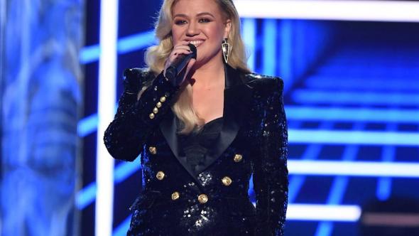 Kelly Clarkson appendix surgery billboard awards recovering