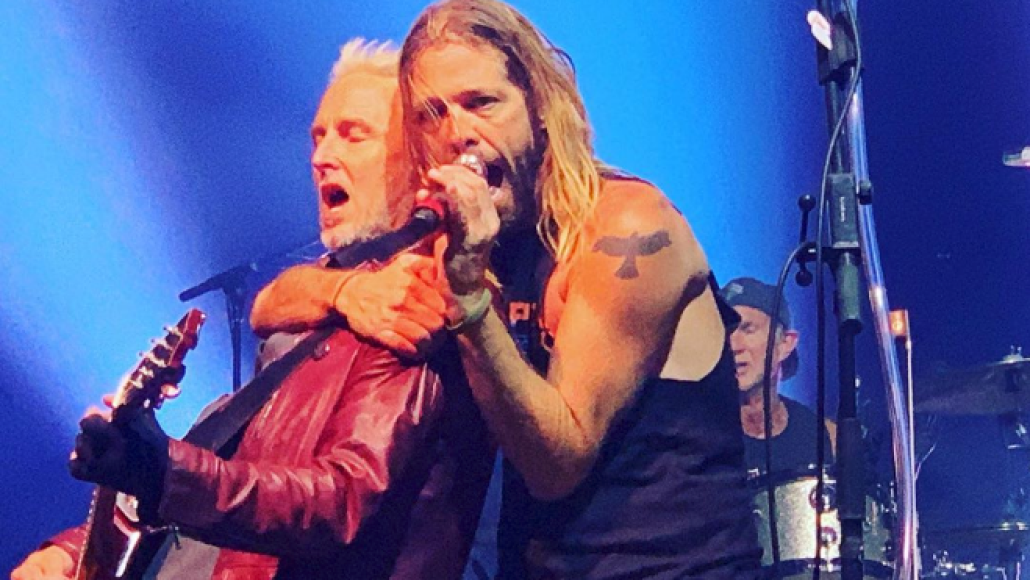 Mike McCready and Taylor Hawkins at Peak to Sky, photo via @cvmyers / Instagram