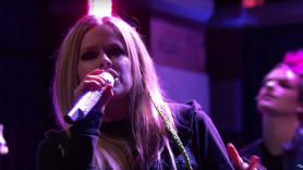 Avril Lavigne Tell Me It's Over Late Night with Seth Meyers
