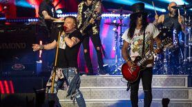 Guns N' Roses perform Locomotive
