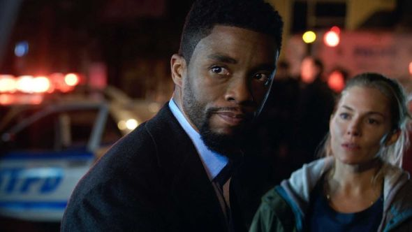 Chadwick Boseman and Sienna Miller in 21 Bridges (STXfilms)