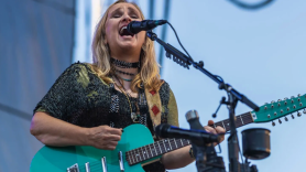 Melissa Etheridge, photo by Alive Coverage 2020 spring the medicine show tour