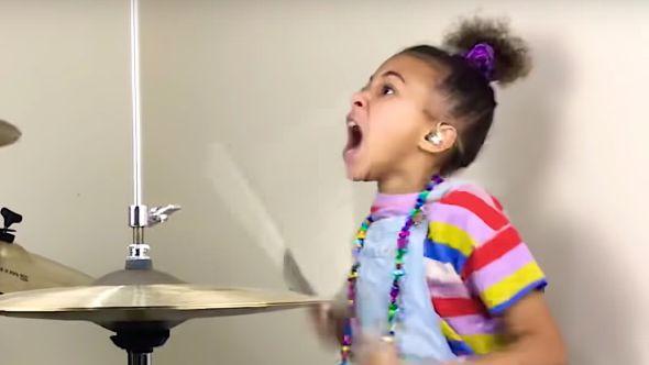 Drummerr Nandi Bushell impresses Queens of the Stone Age
