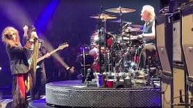 Joey Kramer back in Aerosmith