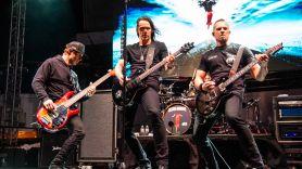 Alter Bridge postpone tour
