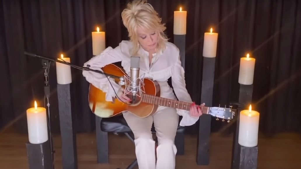 Dolly Parton pays tribute to Kenny Rogers