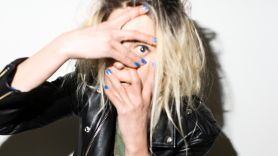 alison-mosshart-it-aint-water-song-new-stream-release