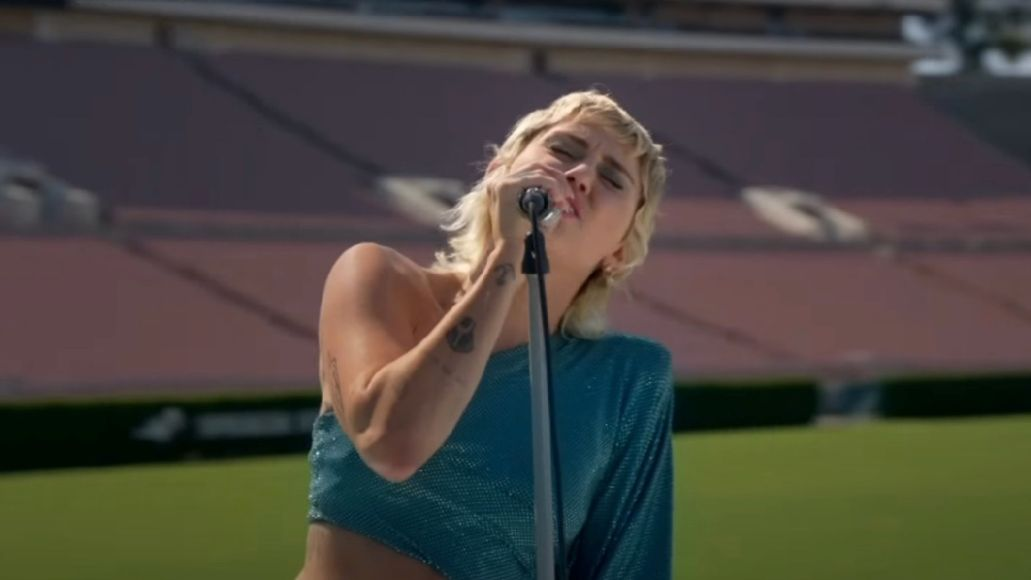 """Miley Cyrus covers """"Help!"""" at the Rose Bowl"""