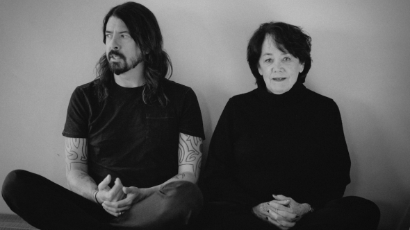 dave-grohl-defends-teachers-mother-virginia-school-reopening