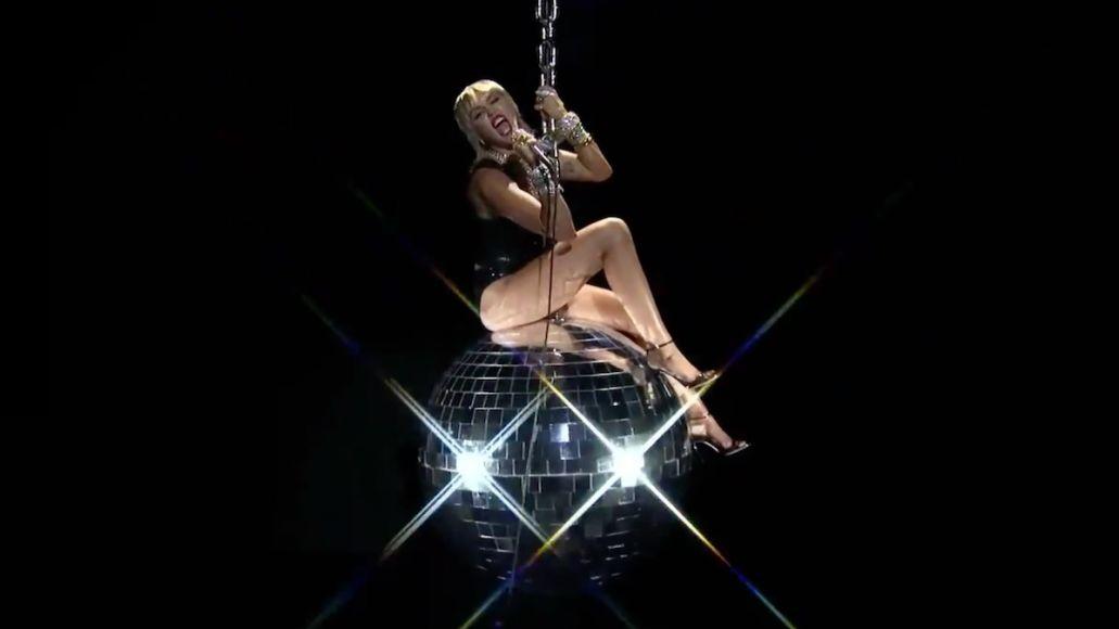 Miley Cyrus performs at VMAs