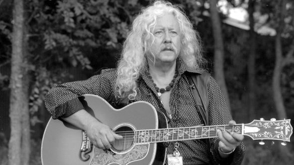Arlo Guthrie announces retirement from touring