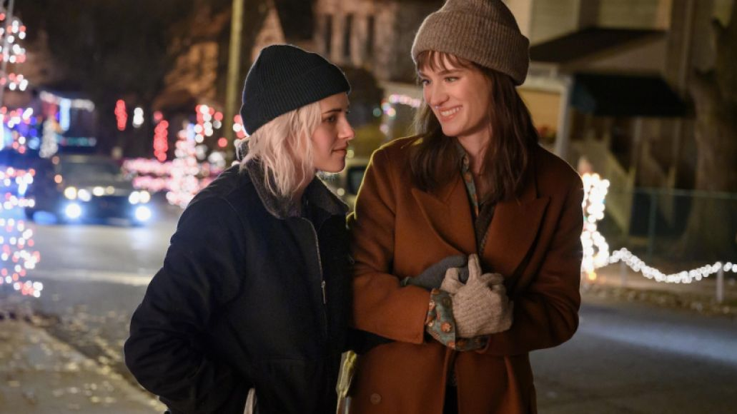 Hulu's Happiest Season Gifts Us the Holiday Smile We All Deserve: Review