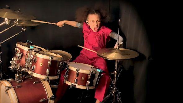 Nandi Bushell Plays Slipknot
