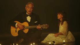 video-andrea-bocelli-daughter-virginia-hallelujah-believe-christmas
