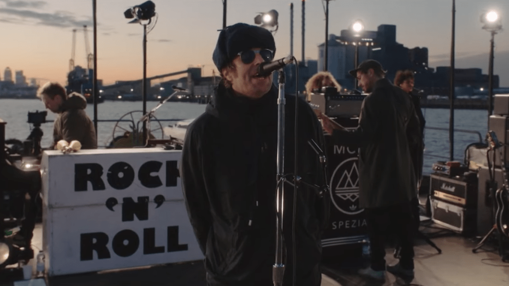 video-liam-gallagher-fallon-all-youre-dreaming-barge