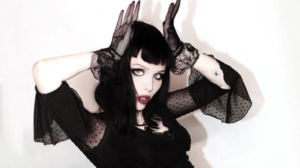 alice-glass-suffer-swallow-debut-solo-album-stream