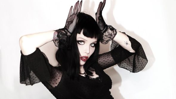 alice-glass-suffer-swallow-debut-solo-album-stream