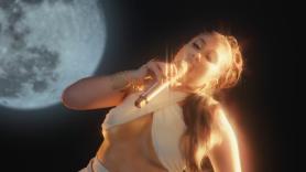 "Khali Uchis Performs ""telepatia"" on Fallon"