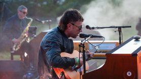 Damon Albarn mullet hair picture haircut internet Blur Gorillaz, screengrab from Live at Worthy Farm