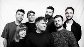Los Campesinos, photo by Simon Ayre