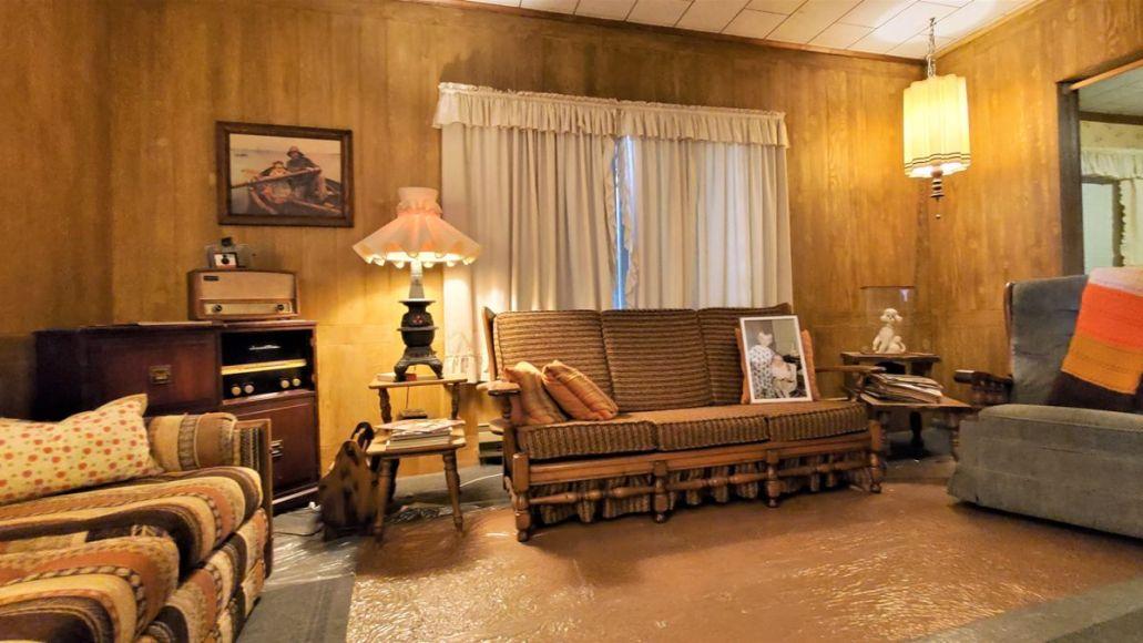 kurt cobain childhood home tour museum living room