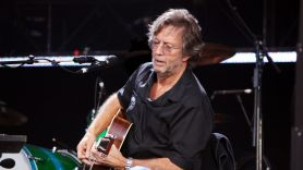 Eric Clapton venue vaccine mandate anti-vaxx vaccination proof concert show Smoothie King gig Eric Clapton, photo by Majvdl/image via Wikimedia Commons