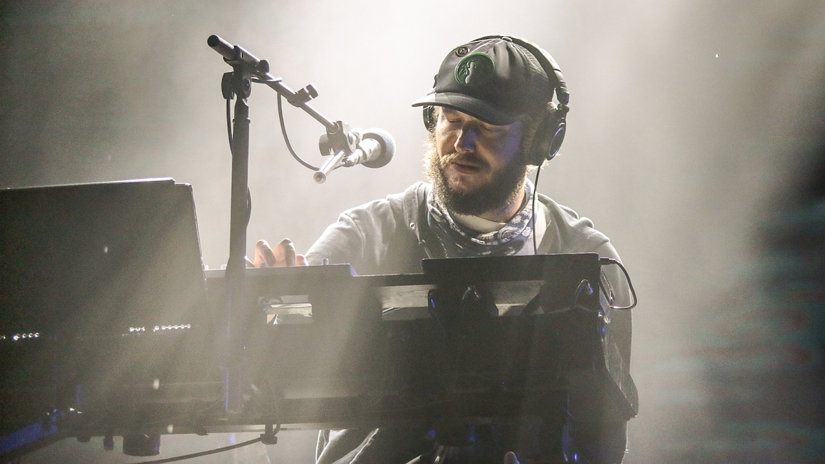 """Bon Iver Share Previously Unreleased Versions of """"Beth/Rest"""" and """"Babys"""": Stream"""