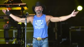 tim mcgraw hecklers forgot lyrics booed jumped off stage confrontation